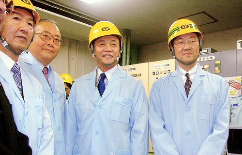 Prime Minister Aso visited NEDO project sites