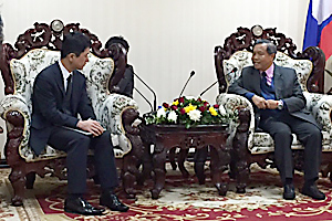 photo: President Miyamoto and Minister Vongdara