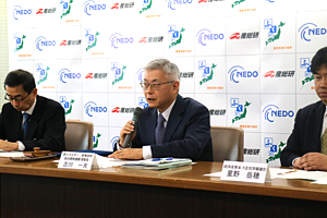 photo : NEDO Chairman Kazuo Furukawa giving his speech