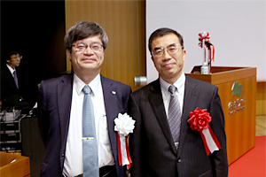 photo: Executive Director Yoshiteru Sato (right) and Dr. Hiroshi Amano from Nagoya University