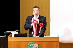 photo: State Minister of Economy, Trade and Industry Junji Suzuki giving the speech