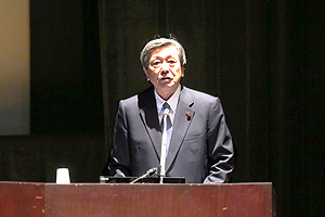 photo: Motoo Hayashi, Minister of Economy, Trade, and Industry, speaking