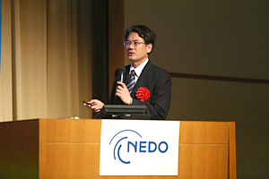 photo: Senior Chief Engineer of Honda R&D Co., Ltd. Automobile R&D Center Nobuhiro Saito delivering the keynote lecture