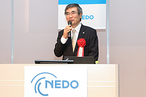 photo: Hitachi., Ltd. Technology Advisor Yoshihiro Shiroishi delivering the keynote lecture