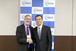 Vice-Minister Dr. Günther Horzetzky (left) and NEDO Executive Director Yoshiteru Sato