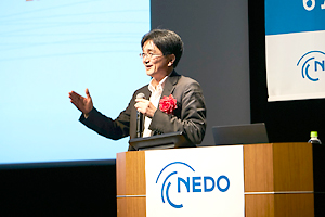 photo: Professor Hiroyuki Morikawa of the Research Center for Advanced Science and Technology at the University of Tokyo delivering the keynote lecture