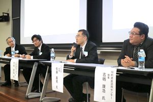 photo: NEDO Executive Director Yoshiteru Sato at the panel discussion (center)