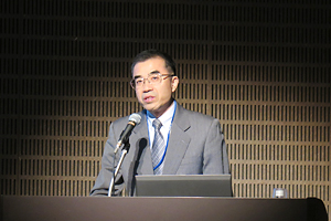 photo: NEDO Executive Director Yoshiteru Sato giving his speech