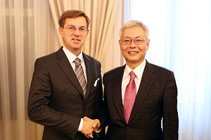 Prime Minister of the Republic of Slovenia  Cerar  and Chairman Furukawa shaking hands
