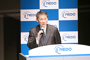 Deputy Director-General Hosaka of the Ministry of Economy, Trade and Industry of Japan at the podium