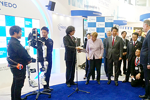Chancellor of Germany Merkel and Prime Minister of Japan Abe at the NEDO's booth