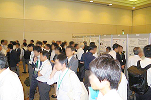 Many visitors at the poster presentation
