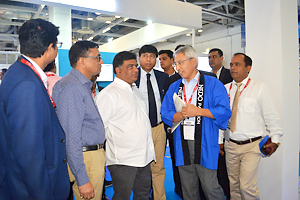 NEDO representatives providing an explanation to Minister of State for Power and New and Renewable Energy Shri Raj Kumar at the booth