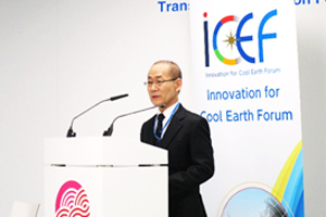 Chair of the Intergovernmental Panel on Climate Change (IPCC) Dr. Hoesung Lee delivering his lecture at the side event
