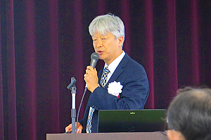 Program Director Naoya Sasaki delivering the lecture at the symposium