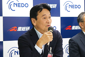 Photo of NEDO Executive Director Mr. Shoji Kukita speaking at the opening press conference