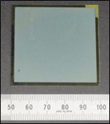 今回開発したCIGSをベースとした水素生成光触媒(約5cm角)を表した図