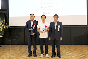 Commemorative Photo with NEDO Chairman Award Winners and NEDO Chairman Hiroaki Ishizuka at Award Ceremony