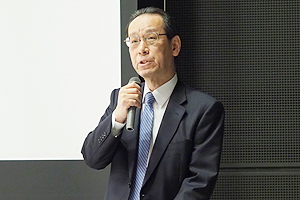 Photo of Symposium host NEDO Executive Director Kiyoshi Imai delivering remarks