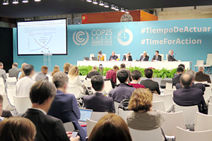 Photo of Panel discussion at the UNFCCC Official side event (IEA-TERI)