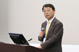 Photo of NEDO Executive Director MITSUHASHI Toshihiro delivering remarks on second day of symposium
