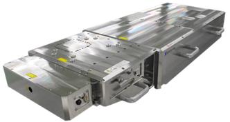 深紫外ピコ秒パルスレーザー発振器の外観を表した図
