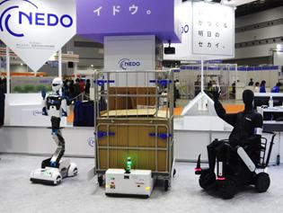 国際ロボット展に出展した3台の移動ロボット